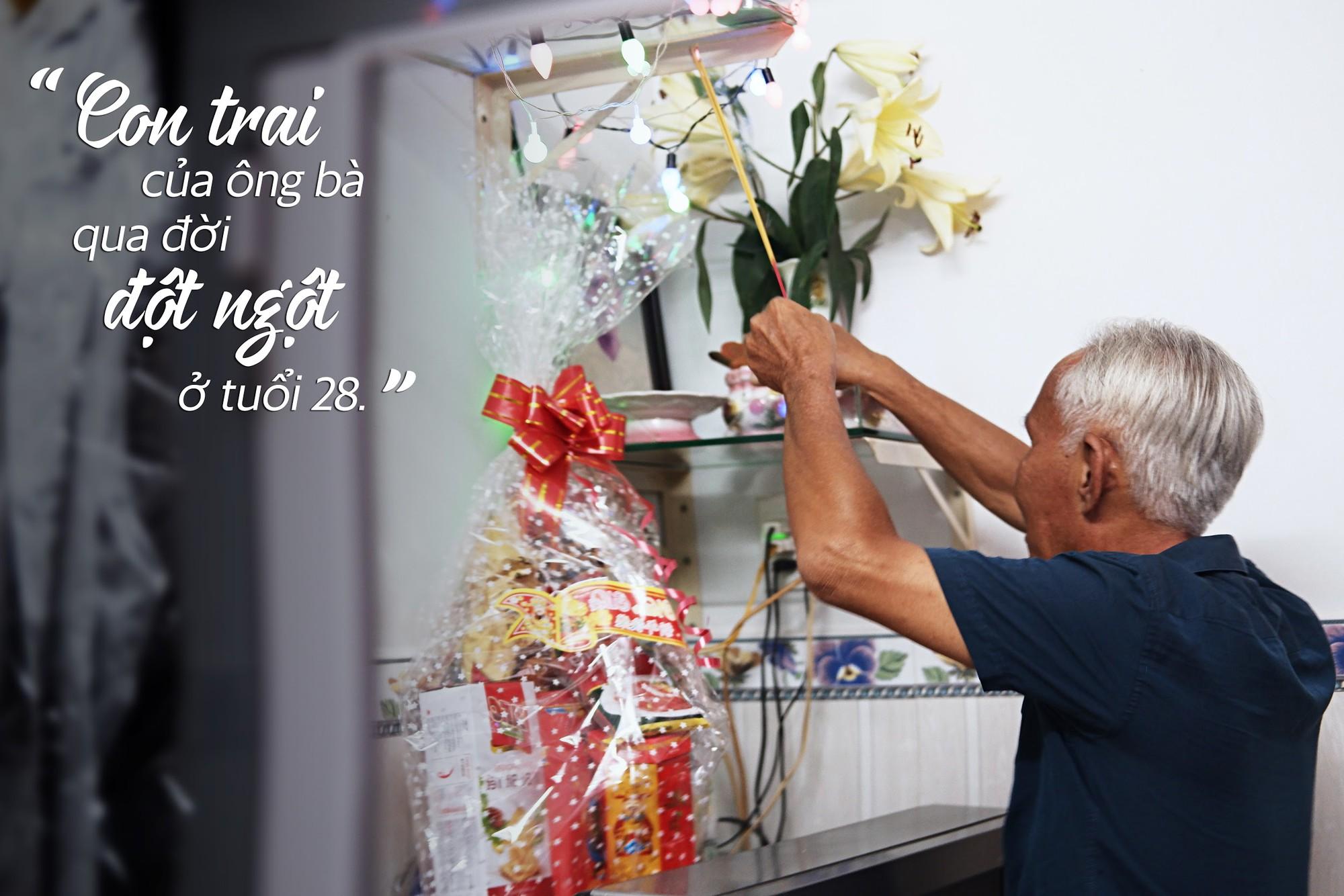Chuyện tình sâu đậm của ông cụ 70 tuổi mù lòa ở Sài Gòn, 25 năm bán bánh nuôi vợ bệnh tật - Ảnh 4.