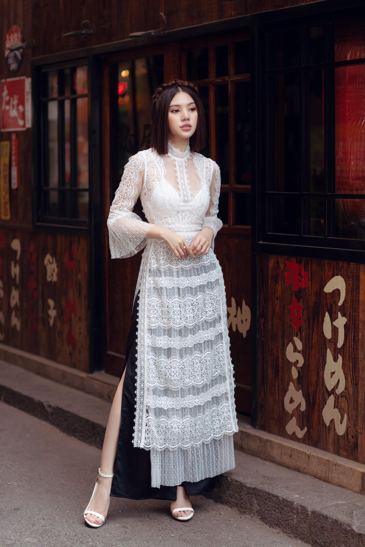 Duyên dáng và năng động khi diện áo dài như Jolie Nguyễn - Ảnh 2.