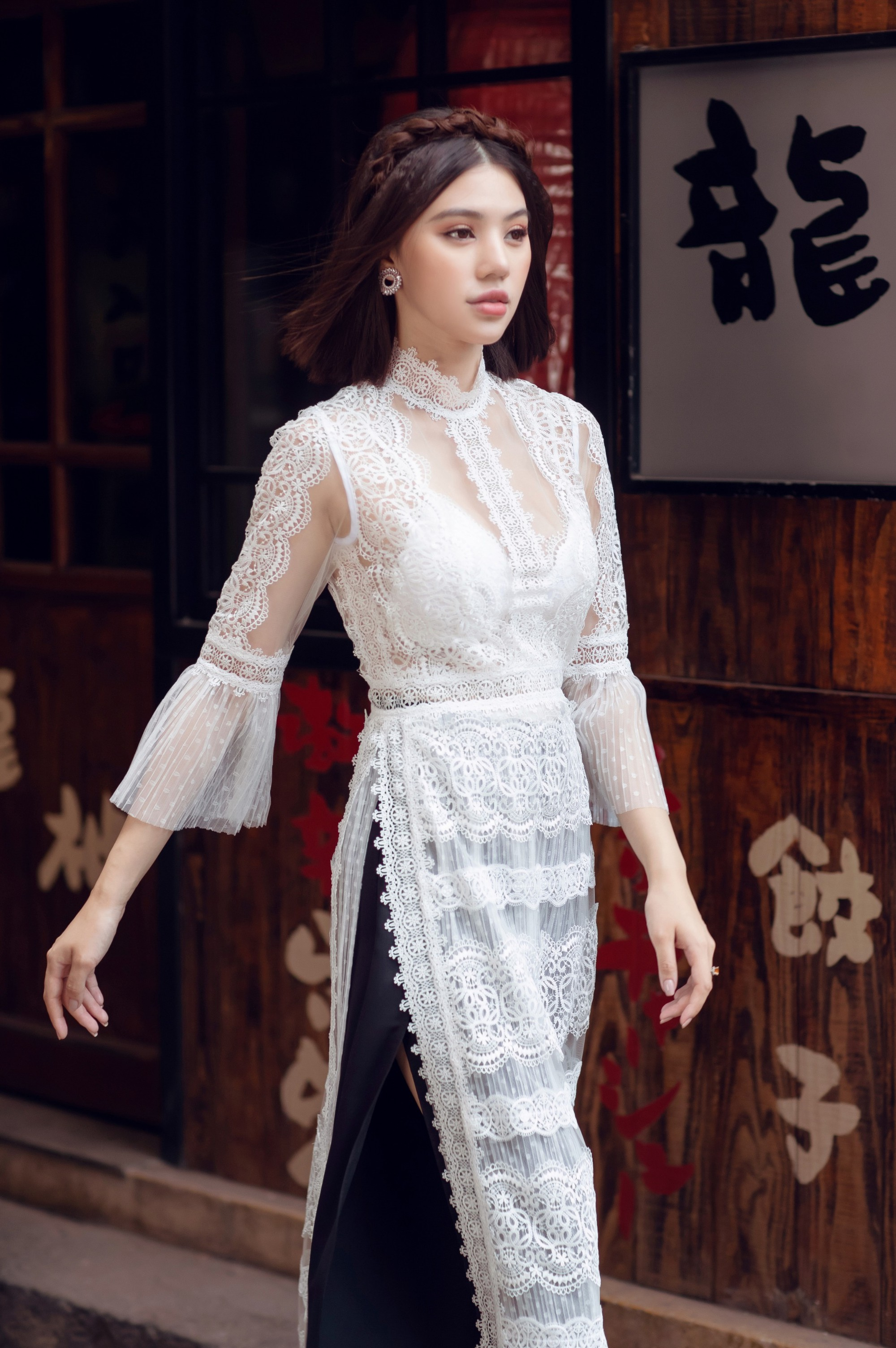 Duyên dáng và năng động khi diện áo dài như Jolie Nguyễn - Ảnh 7.