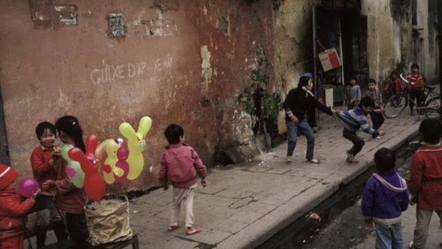 Giới trẻ Sài Gòn đua nhau mua hoài niệm về Tết - Ảnh 2.
