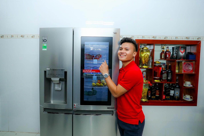 Bắt gặp khoảnh khắc xúc động Quang Hải trở về nhà sau Asian Cup 2019 - Ảnh 4.