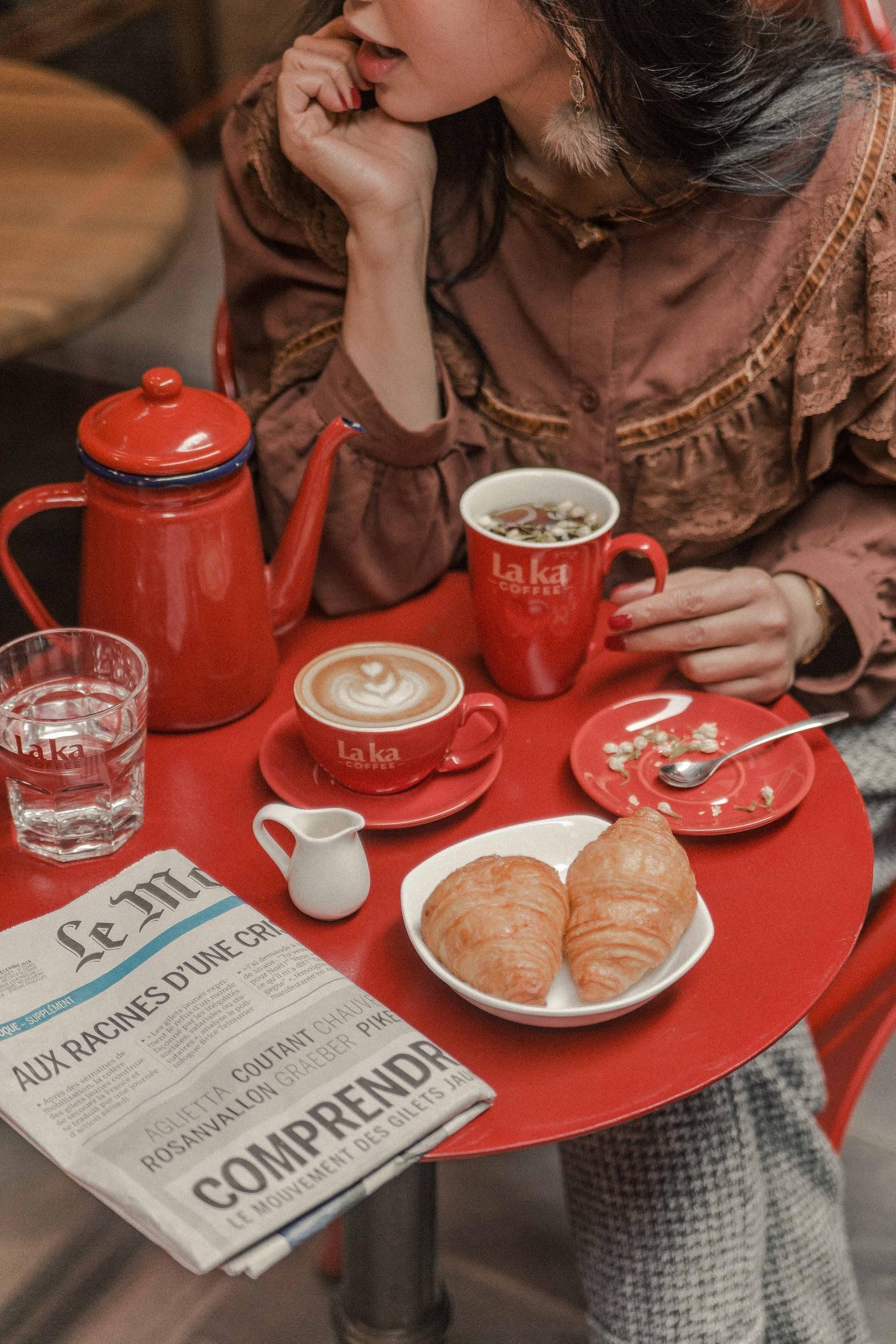 Quán cà phê đỏ rực như Paris tại Hà Nội mà bạn nhất định phải check-in dịp Tết này - Ảnh 8.