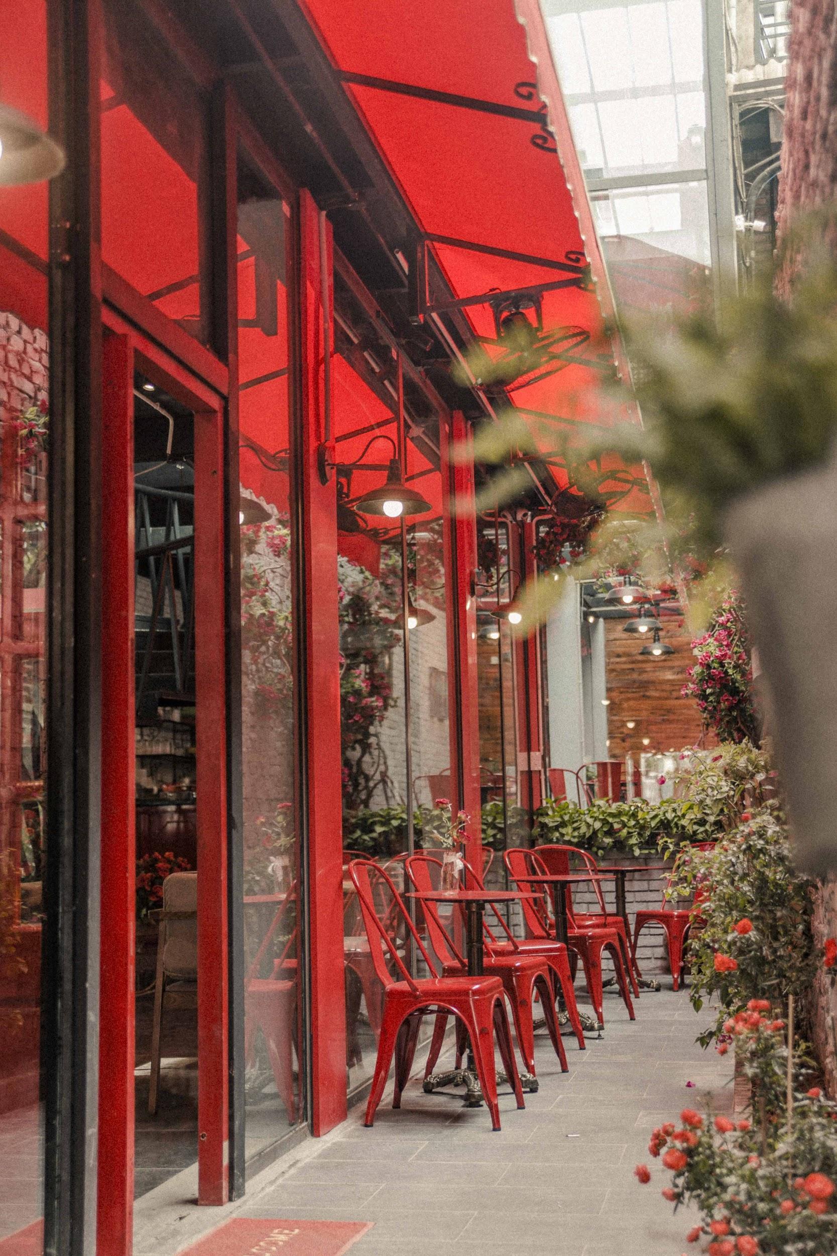 Quán cà phê đỏ rực như Paris tại Hà Nội mà bạn nhất định phải check-in dịp Tết này - Ảnh 3.