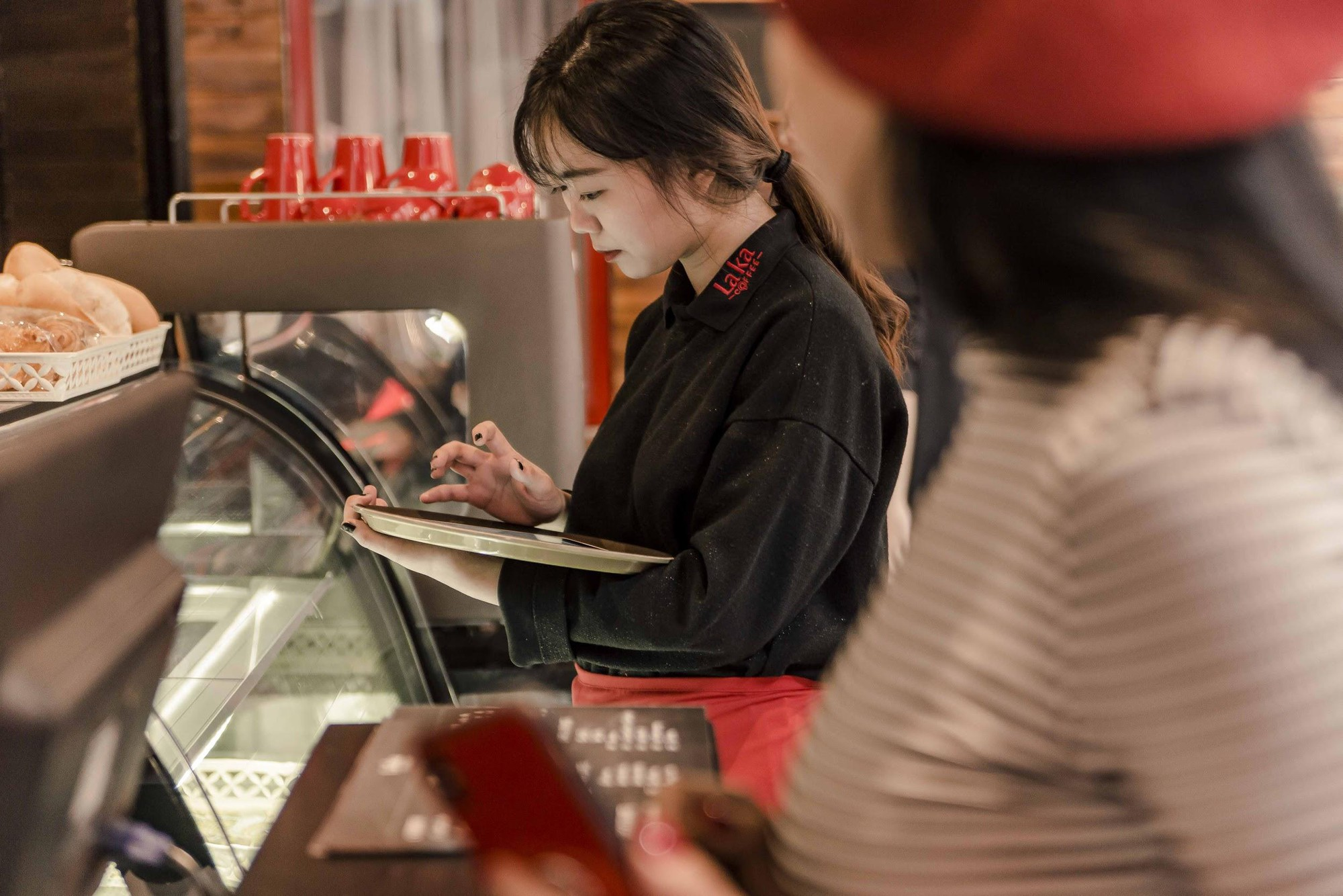Quán cà phê đỏ rực như Paris tại Hà Nội mà bạn nhất định phải check-in dịp Tết này - Ảnh 5.