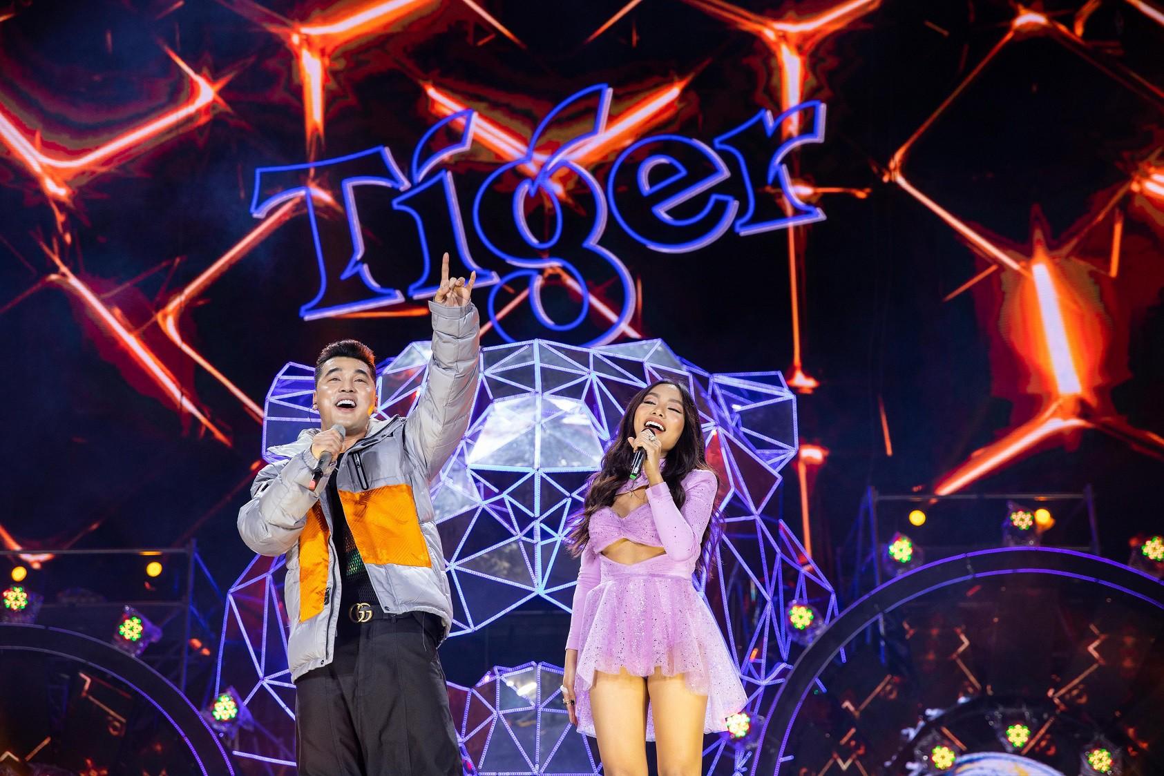 """Sau khăn """"bà ngoại"""", Sơn Tùng tiếp tục khiến fan """"bấn loạn"""" với style """"ông ngoại quốc dân"""" - Ảnh 10."""