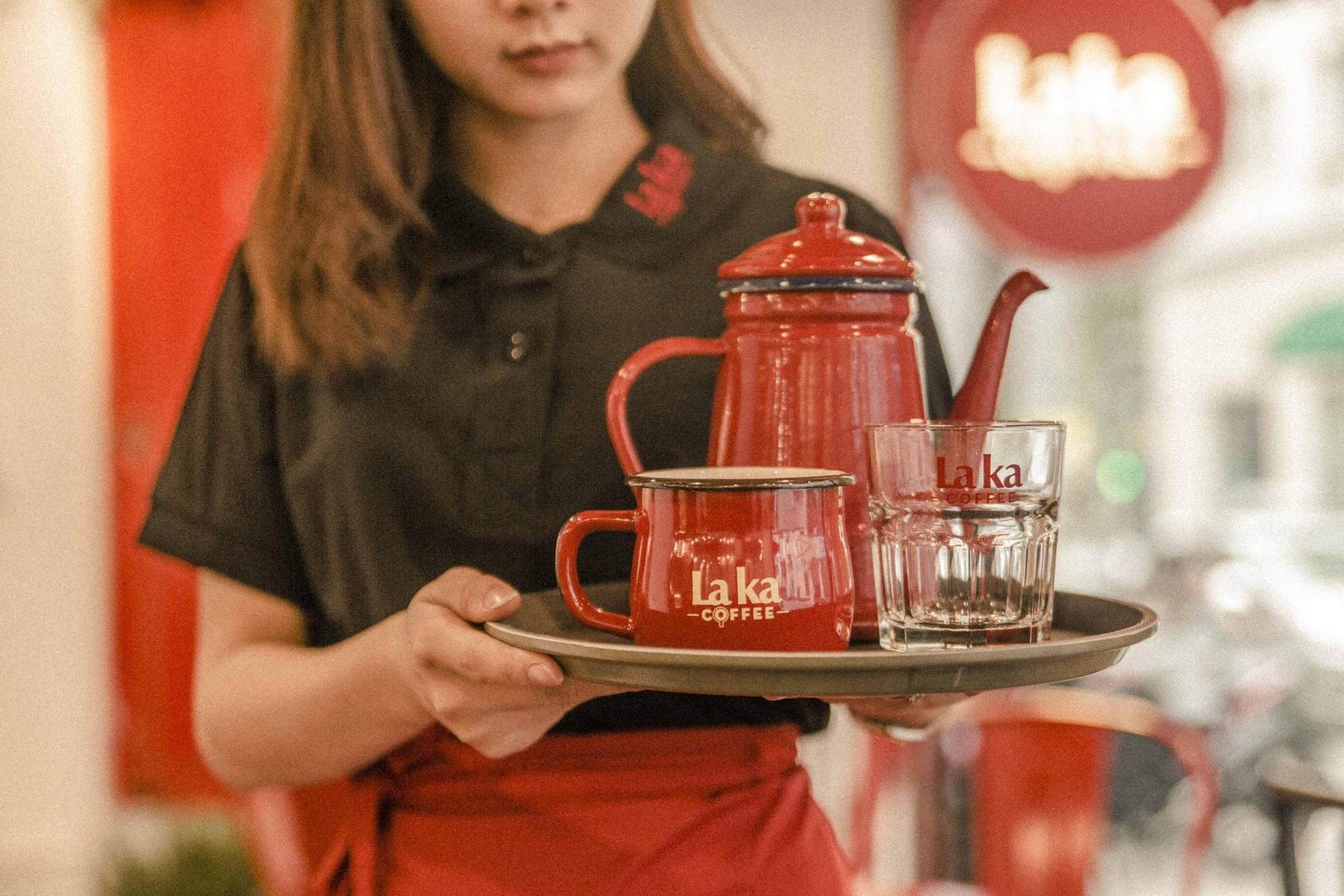 Quán cà phê đỏ rực như Paris tại Hà Nội mà bạn nhất định phải check-in dịp Tết này - Ảnh 6.