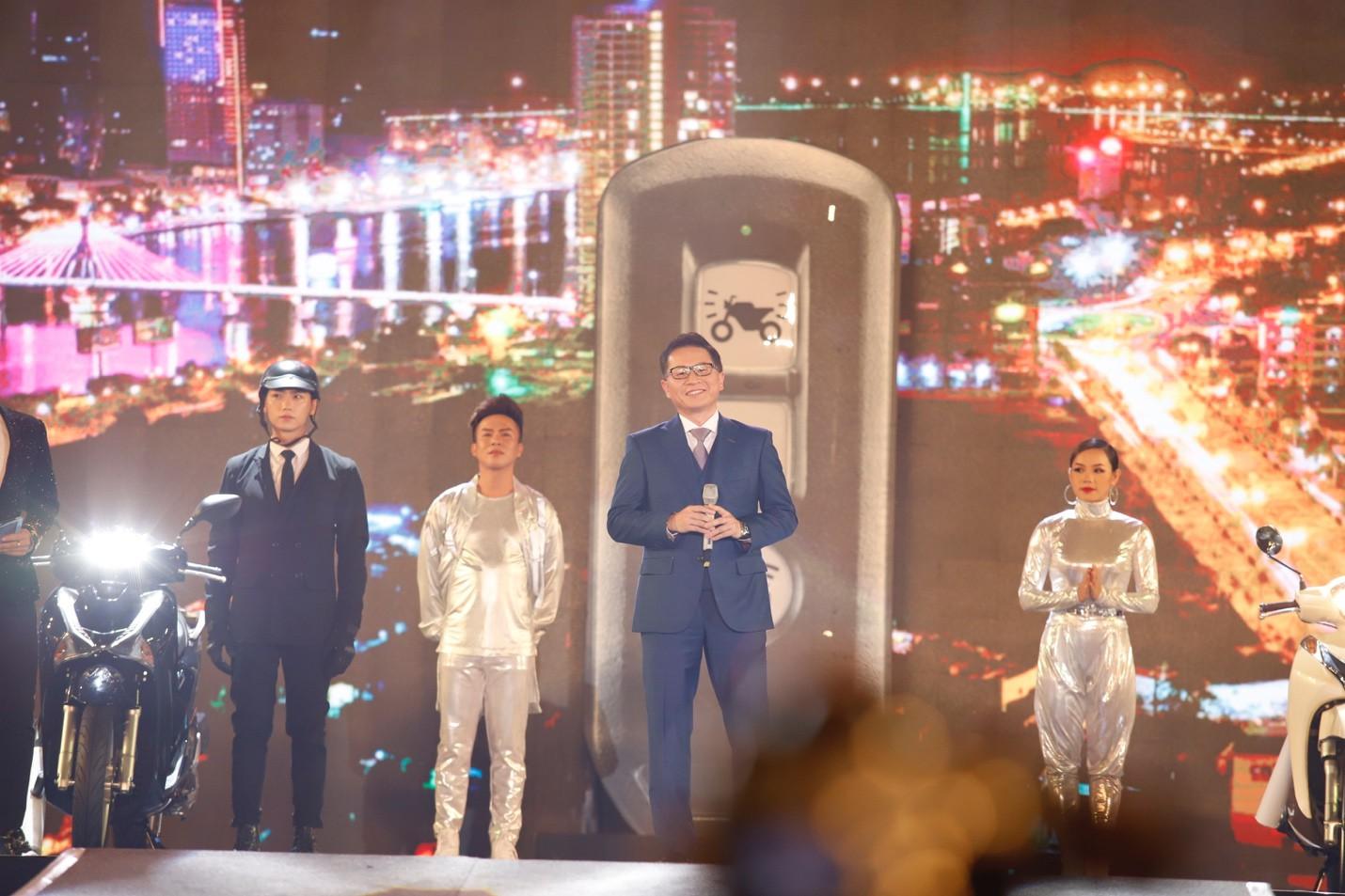 """Mỹ Tâm, Noo Phước Thịnh, Bích Phương và dàn sao """"khủng"""" cháy hết mình cùng hơn 36.000 khán giả tại đêm nhạc công nghệ - Ảnh 2."""