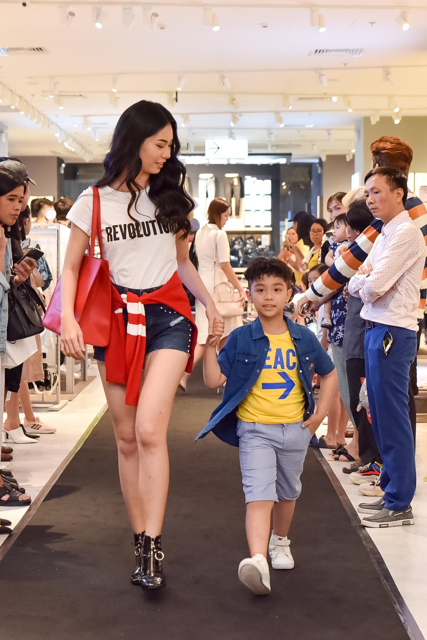 Hà Tăng rạng rỡ xuất hiện cùng chồng trong sự kiện khai trương cửa hàng OVS đầu tiên tại Việt Nam - Ảnh 9.