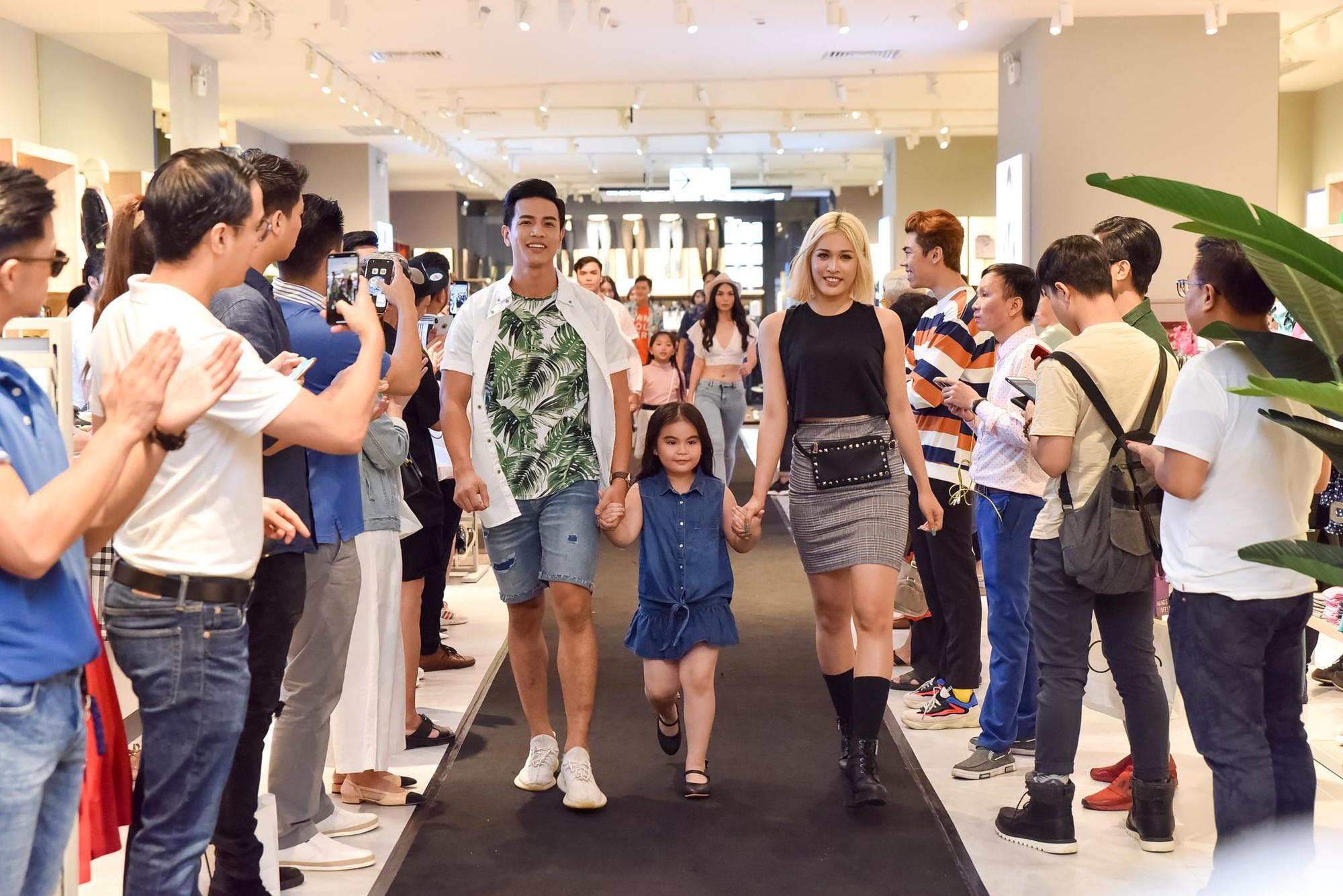 Hà Tăng rạng rỡ xuất hiện cùng chồng trong sự kiện khai trương cửa hàng OVS đầu tiên tại Việt Nam - Ảnh 8.