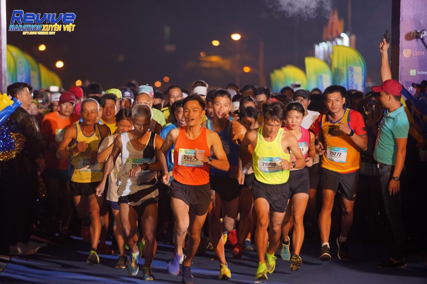 Minh Hằng, Mlee, Quốc Anh... thử sức mình trong giải Revive Marathon Xuyên Việt - Ảnh 1.