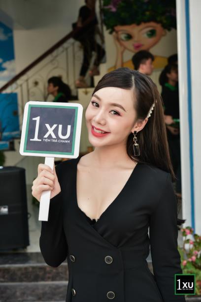 """Diễn viên Quỳnh Kool """"lên đồ xinh như mơ, khuấy động tiệm trà chanh cực chất giữa lòng Phủ Lý, Hà Nam - Ảnh 1."""