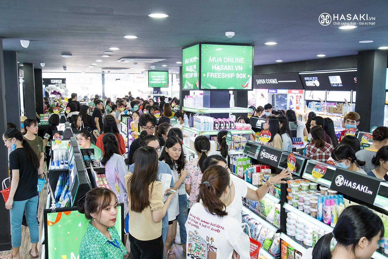 """Hàng ngàn tín đồ làm đẹp """"đu đưa quên lối về"""" tại Hasaki - Thiên đường mỹ phẩm chính hãng mới toanh ở Gò Vấp - Ảnh 1."""