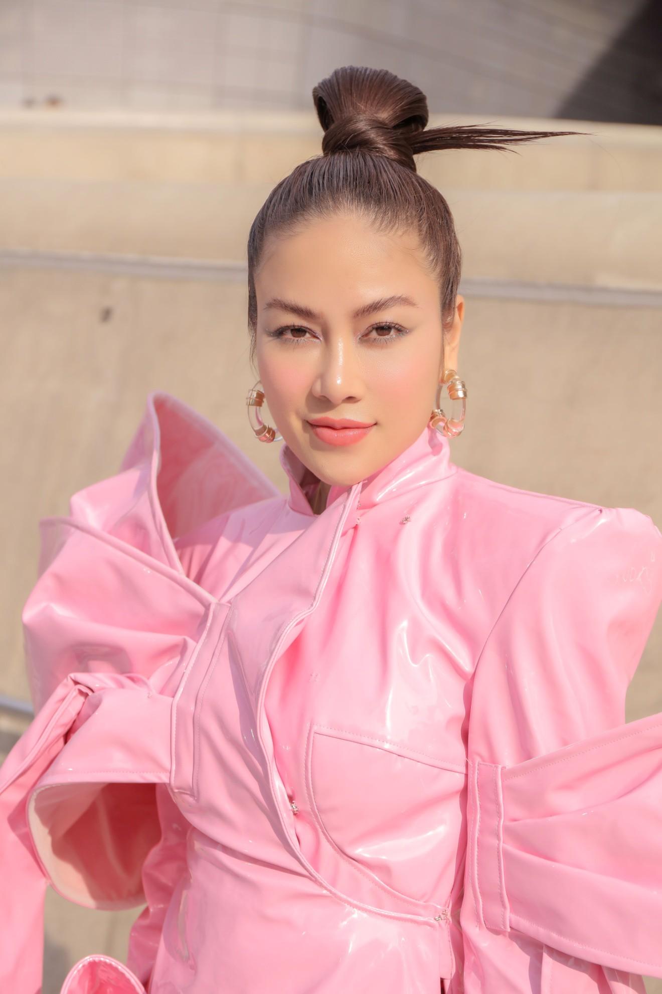 Giới mộ điệu ngỡ ngàng khi Hoa hậu Áo dài Tuyết Nga đem áo dài đính rồng kim loại đến Seoul Fashion Week 2019 - Ảnh 13.