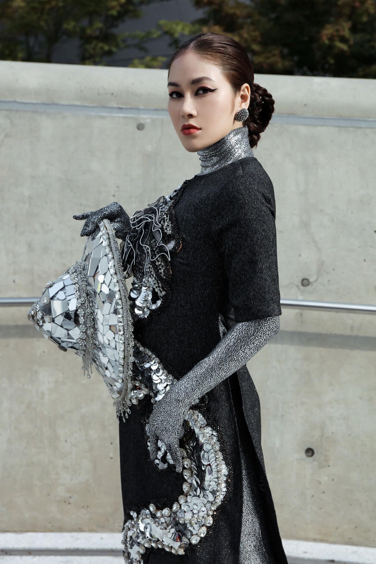 Giới mộ điệu ngỡ ngàng khi Hoa hậu Áo dài Tuyết Nga đem áo dài đính rồng kim loại đến Seoul Fashion Week 2019 - Ảnh 3.
