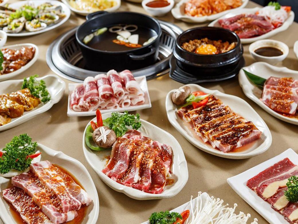 Bỏ túi ngay 4 nhà hàng buffet ngon - bổ - rẻ dưới 300k để rủ nàng đi ăn dịp 20/10 - Ảnh 2.