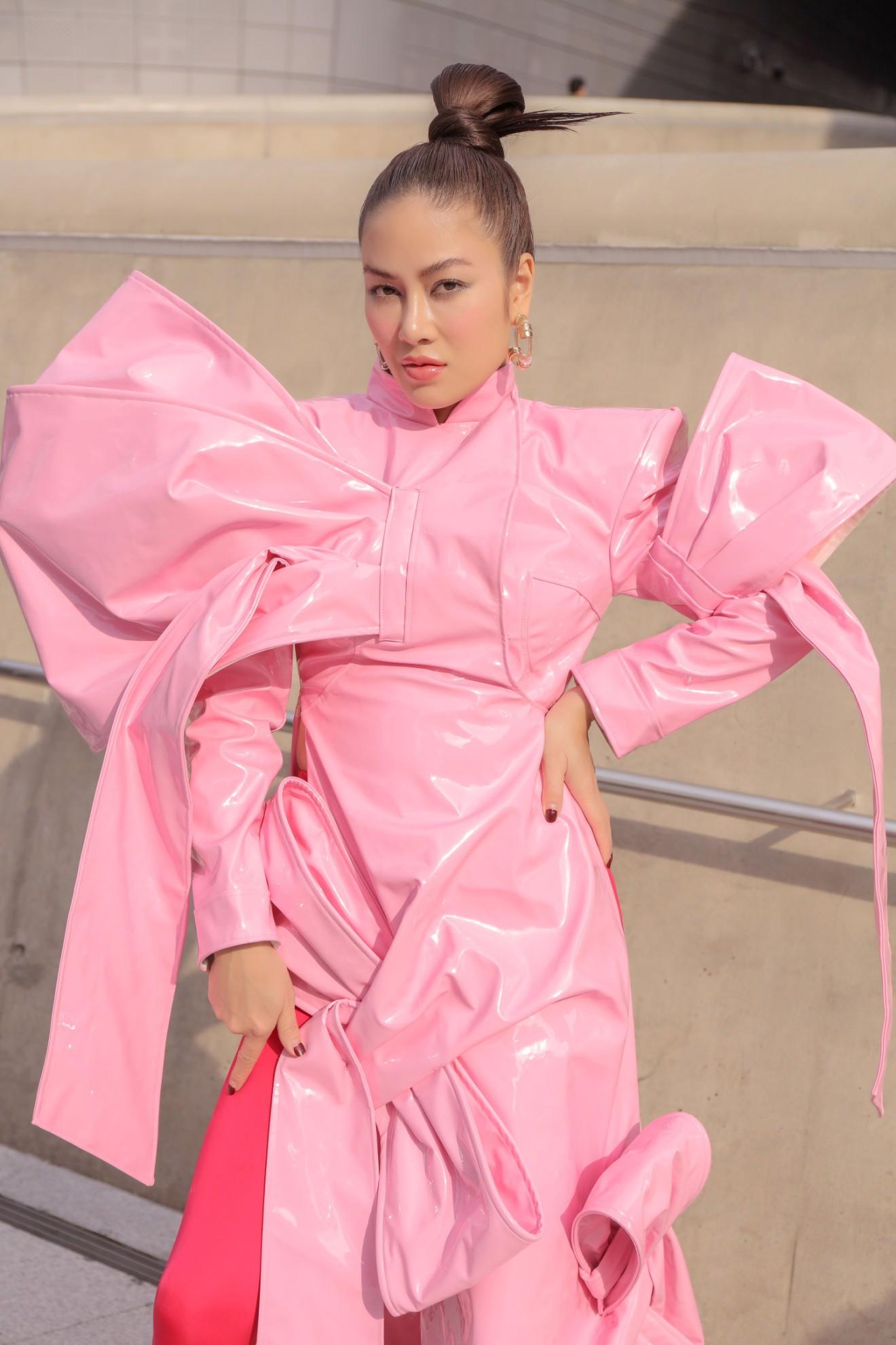 Giới mộ điệu ngỡ ngàng khi Hoa hậu Áo dài Tuyết Nga đem áo dài đính rồng kim loại đến Seoul Fashion Week 2019 - Ảnh 10.