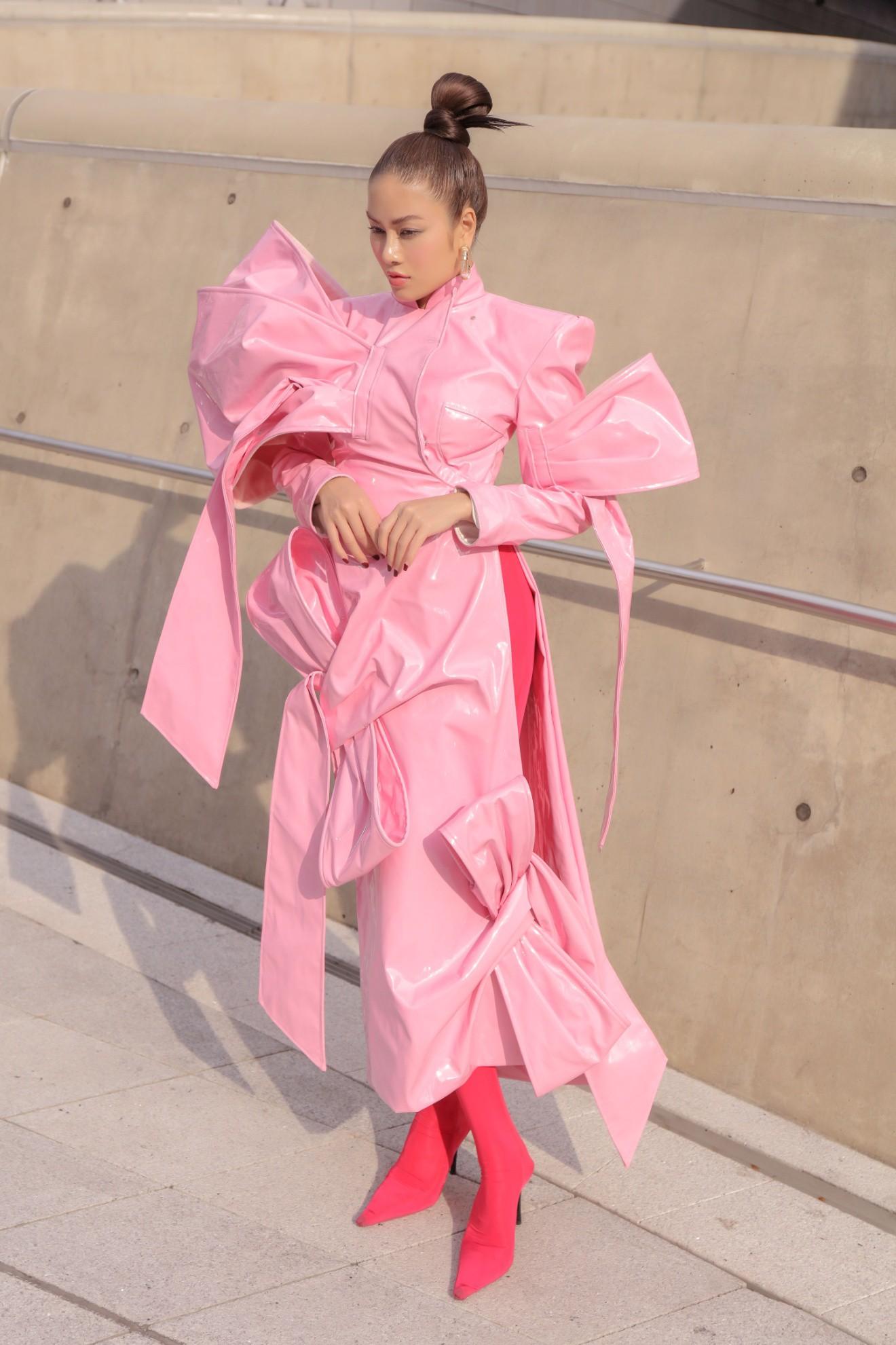 Giới mộ điệu ngỡ ngàng khi Hoa hậu Áo dài Tuyết Nga đem áo dài đính rồng kim loại đến Seoul Fashion Week 2019 - Ảnh 12.