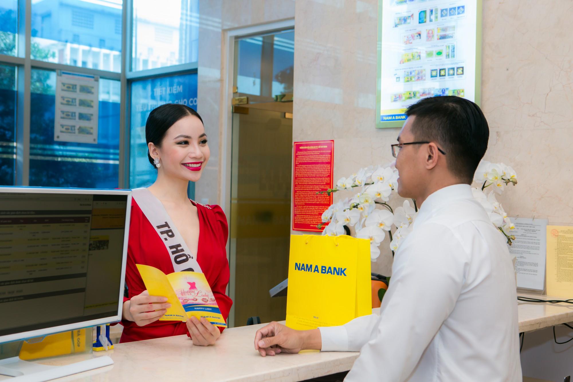 Top 60 Hoa hậu Hoàn vũ Việt Nam 2019 trải nghiệm sản phẩm dịch vụ tài chính hiện đại tại Nam A Bank - Ảnh 2.