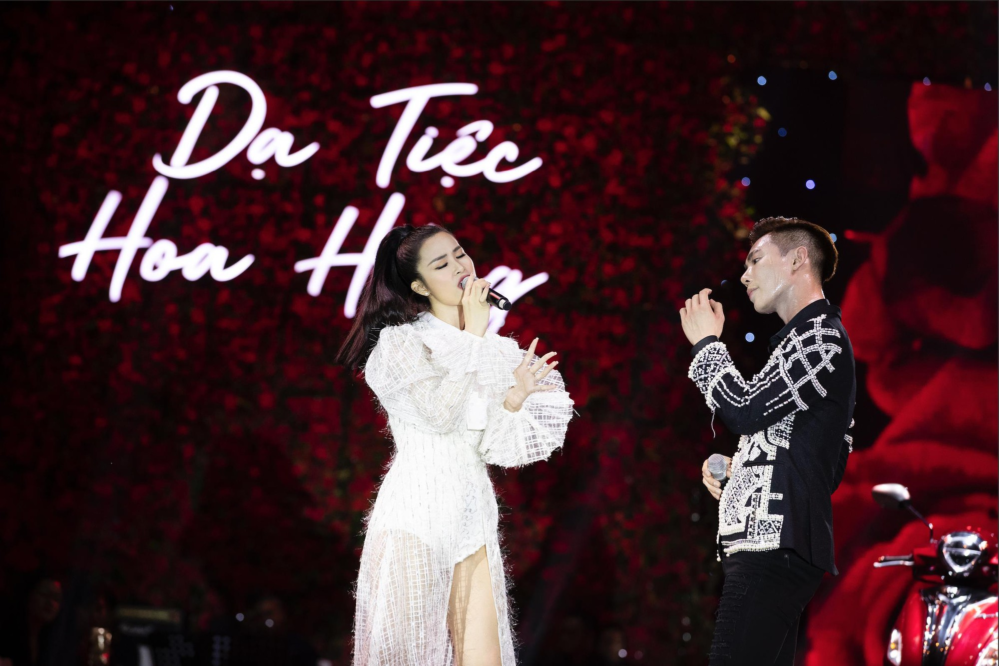 Ninh Dương Lan Ngọc cực kì quyến rũ check-in tại Dạ Tiệc Hoa Hồng sang chảnh - Ảnh 6.