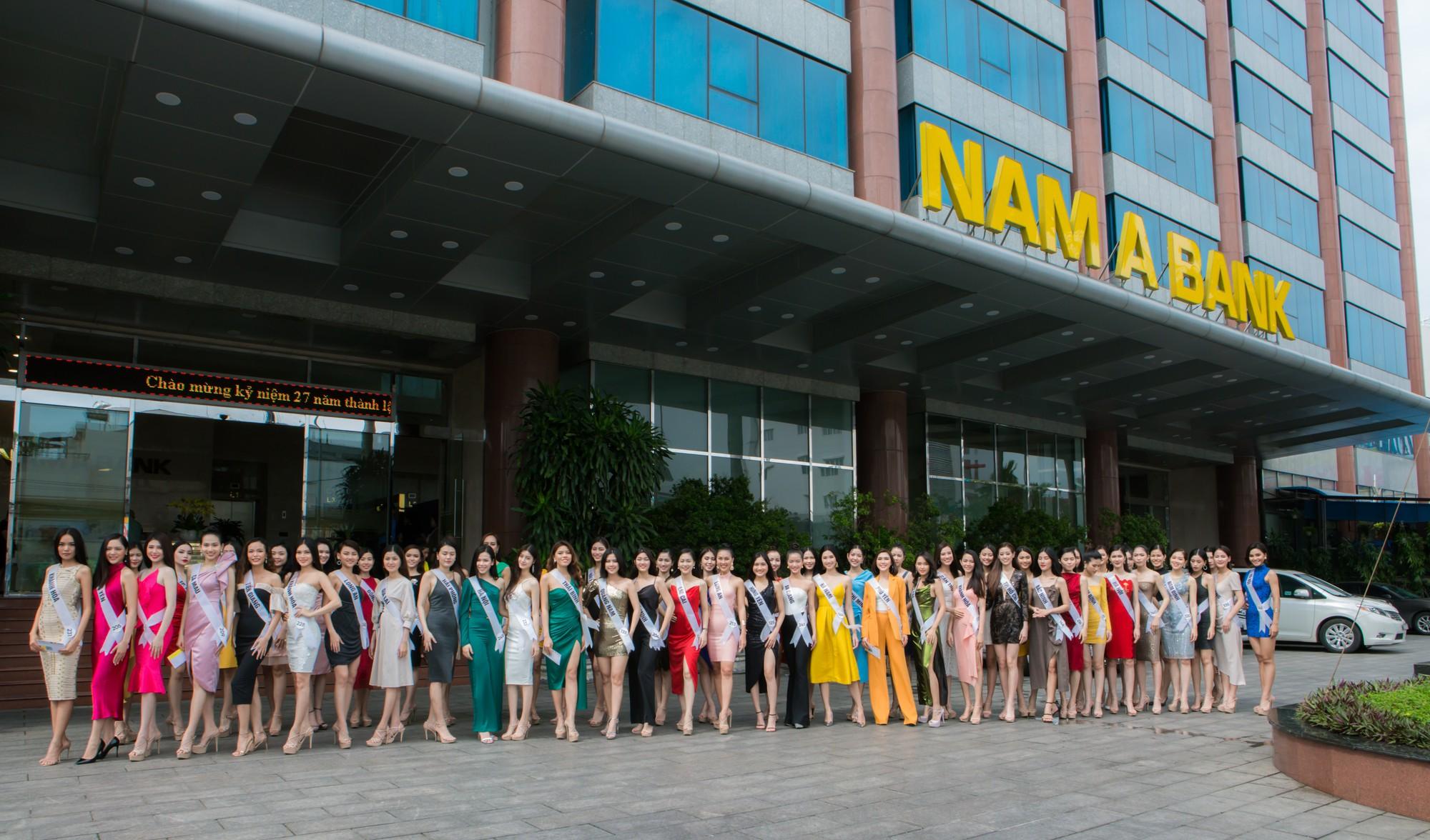 Top 60 Hoa hậu Hoàn vũ Việt Nam 2019 trải nghiệm sản phẩm dịch vụ tài chính hiện đại tại Nam A Bank - Ảnh 6.