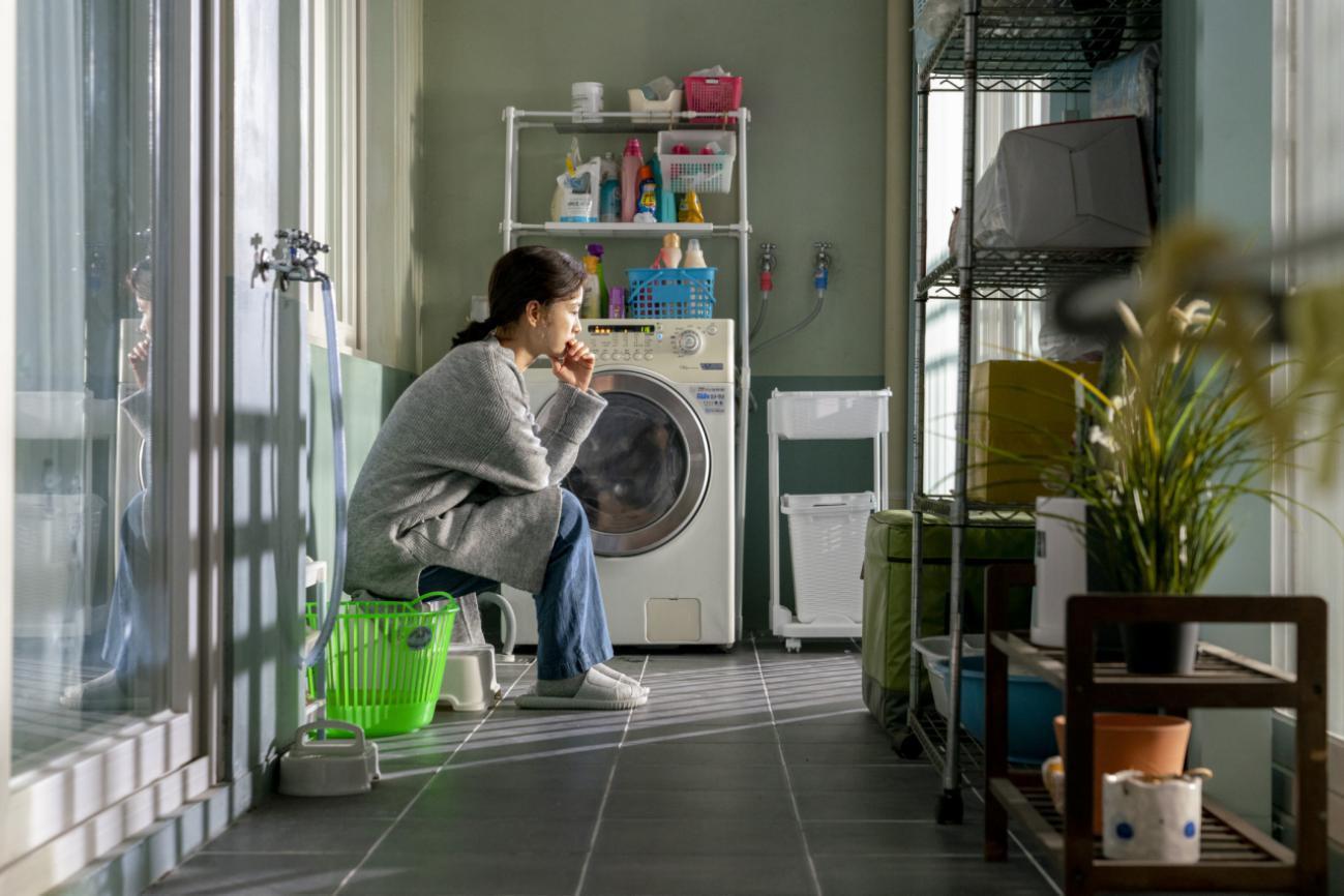 """""""Kim Ji-Young 1982"""": bom tấn tình cảm đáng mong chờ của cặp đôi Gong Yoo - Jung Yoo Mi - Ảnh 2."""