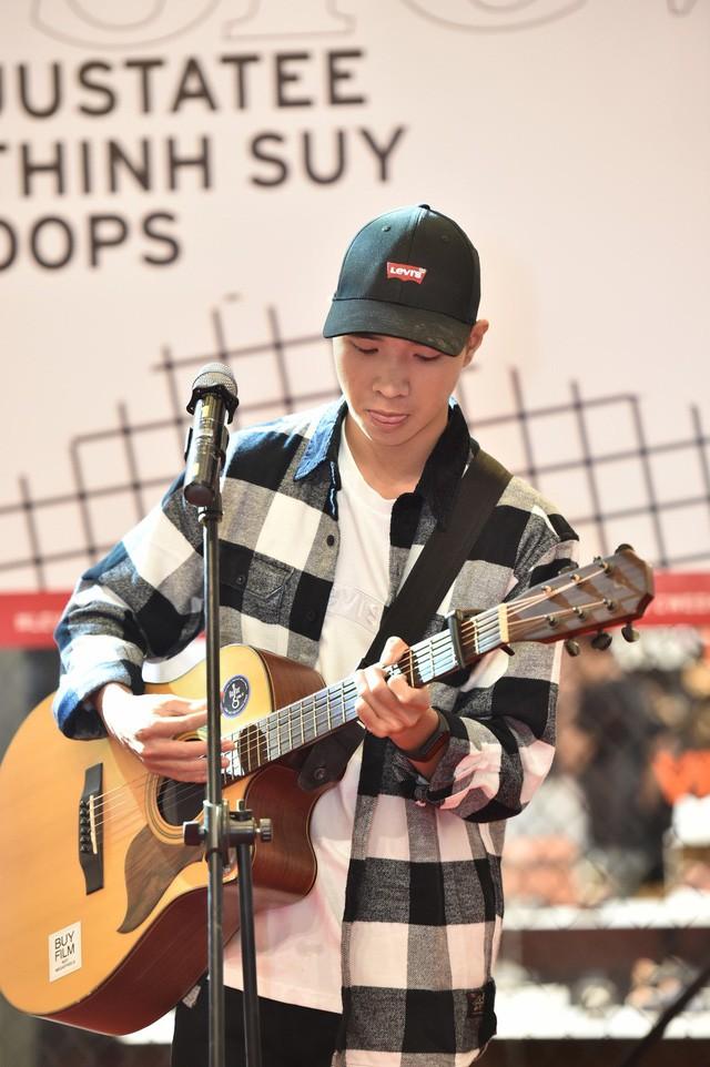 """Levi's Music Week: Biển người đổ về Vincom Trần Duy Hưng để """"Chill"""" cùng Thịnh Suy, JustaTee trong đêm nhạc đầu tiên - Ảnh 4."""