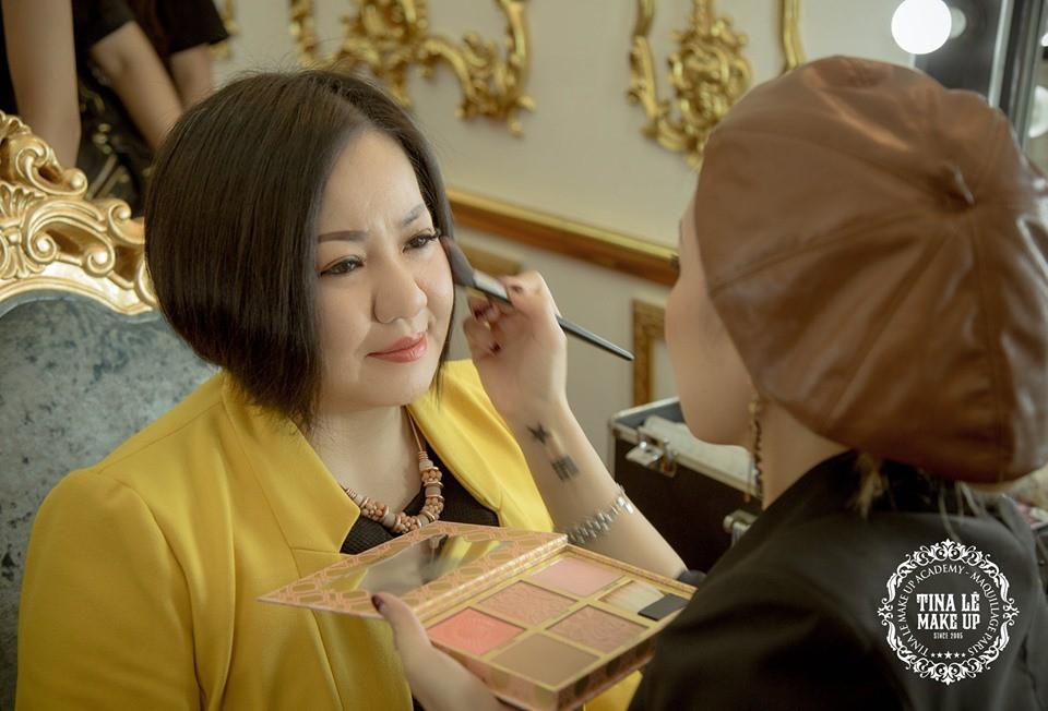 Công tác chuẩn bị của Tina Le make up trước thềm Aquafina Tuần lễ Thời trang Quốc tế Việt Nam - Ảnh 3.