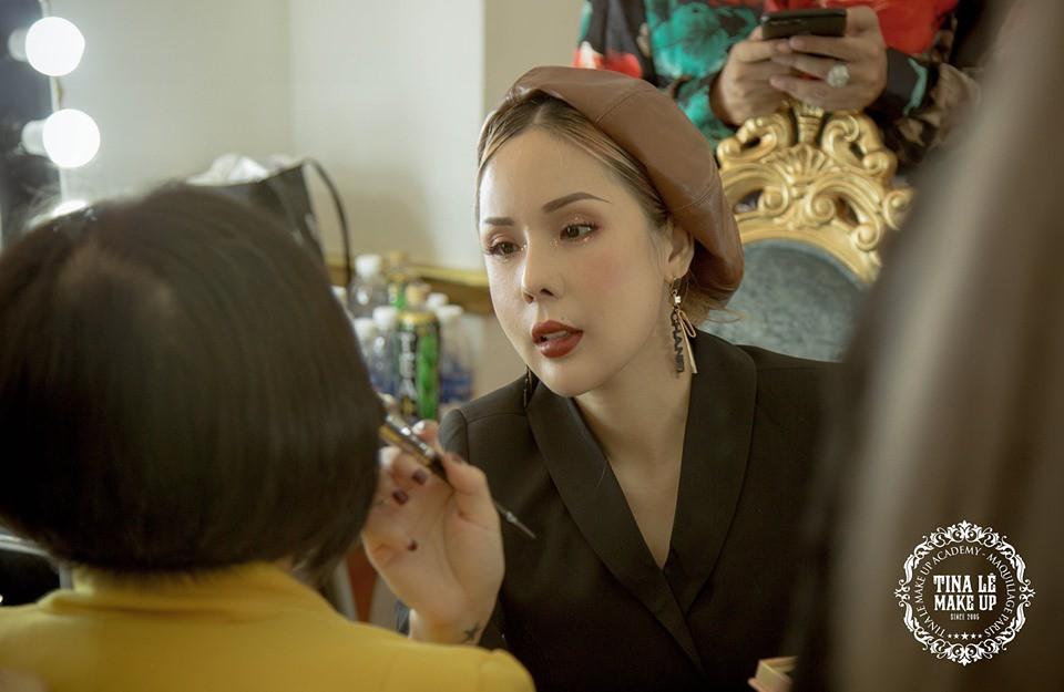 Công tác chuẩn bị của Tina Le make up trước thềm Aquafina Tuần lễ Thời trang Quốc tế Việt Nam - Ảnh 7.