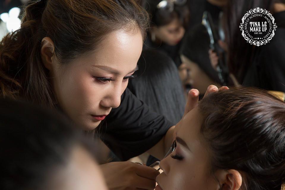Công tác chuẩn bị của Tina Le make up trước thềm Aquafina Tuần lễ Thời trang Quốc tế Việt Nam - Ảnh 8.