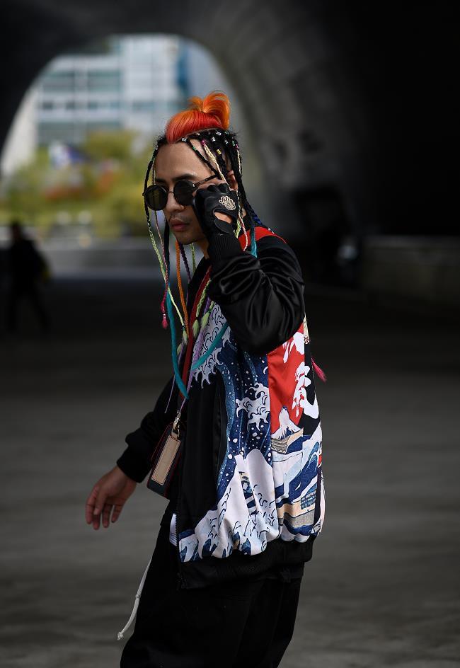 """Nhà thiết kế Huu Anh Zoner tự nhận là """"kẻ điên"""" kể chuyện thời trang nơi xứ Hàn - Ảnh 1."""