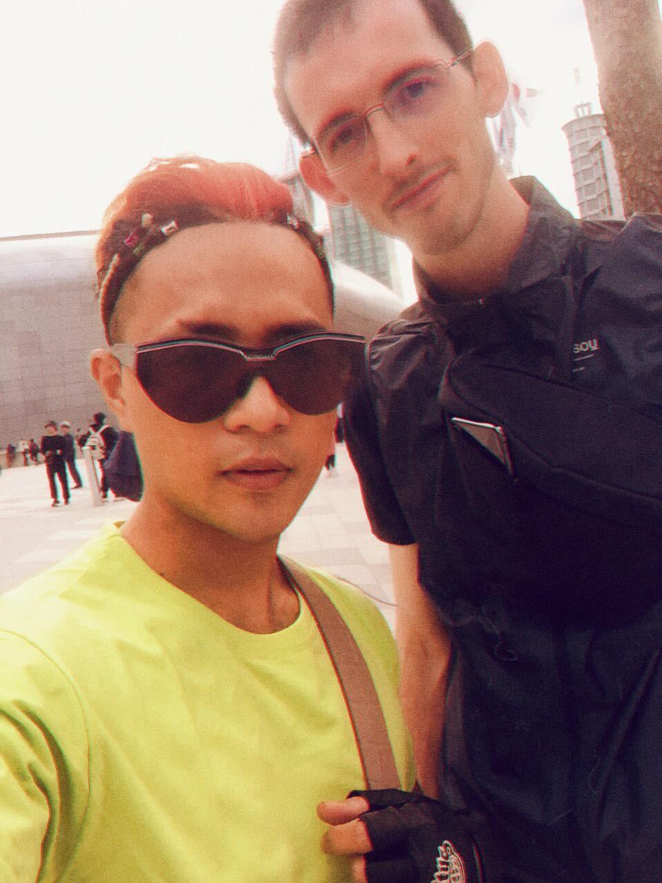 """Nhà thiết kế Huu Anh Zoner tự nhận là """"kẻ điên"""" kể chuyện thời trang nơi xứ Hàn - Ảnh 12."""