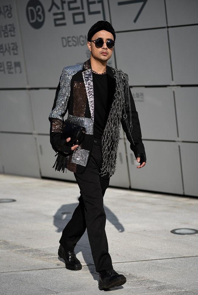 """Nhà thiết kế Huu Anh Zoner tự nhận là """"kẻ điên"""" kể chuyện thời trang nơi xứ Hàn - Ảnh 5."""
