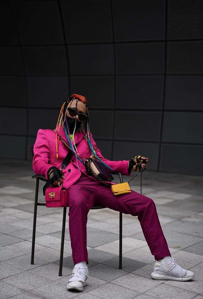 """Nhà thiết kế Huu Anh Zoner tự nhận là """"kẻ điên"""" kể chuyện thời trang nơi xứ Hàn - Ảnh 9."""