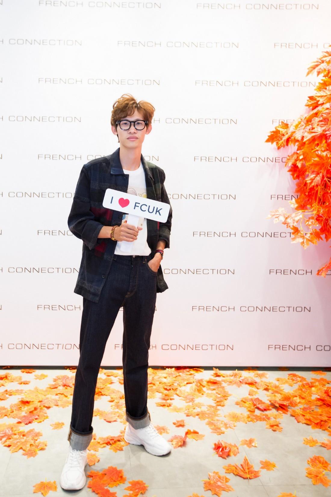 Á hậu Tú Anh ngẫu hứng phối đồ phong cách cho diễn viên Lương Thanh ngay tại sự kiện thời trang - Ảnh 8.