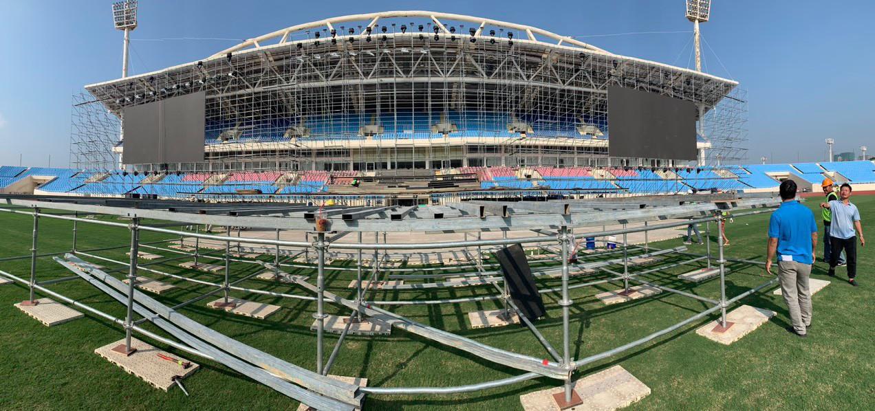 Huy động hơn 100 tấn thiết bị và 100 nhân công để dựng sân khấu siêu hoành tráng FWD Music Fest - Ảnh 3.