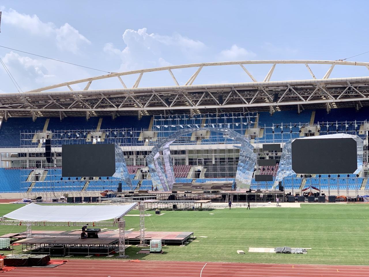 Huy động hơn 100 tấn thiết bị và 100 nhân công để dựng sân khấu siêu hoành tráng FWD Music Fest - Ảnh 7.