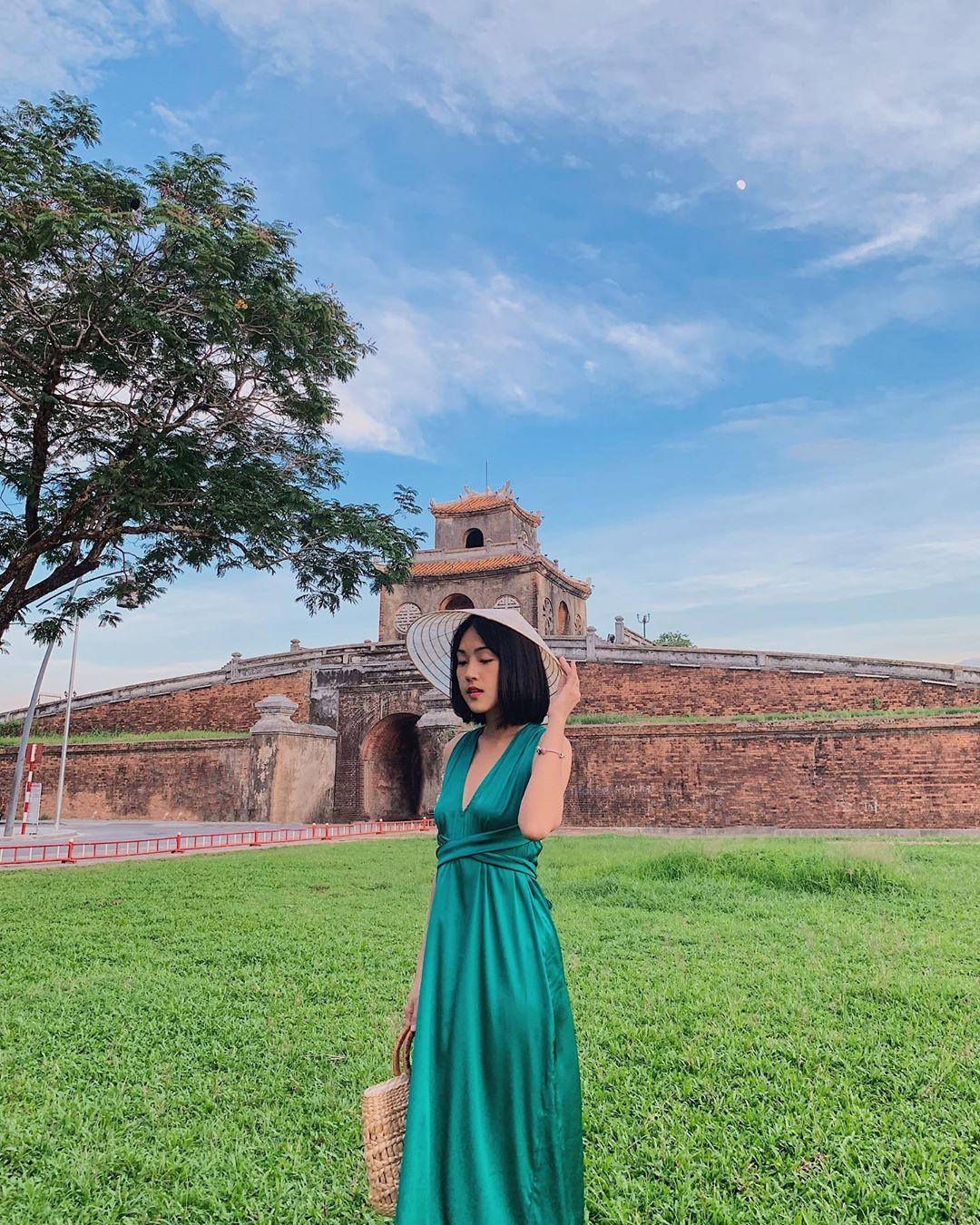 Ai nấy đều quyến rũ, cuốn hút và đây là lý do các mỹ nhân Việt yêu thích thiết kế từ lụa - Ảnh 7.