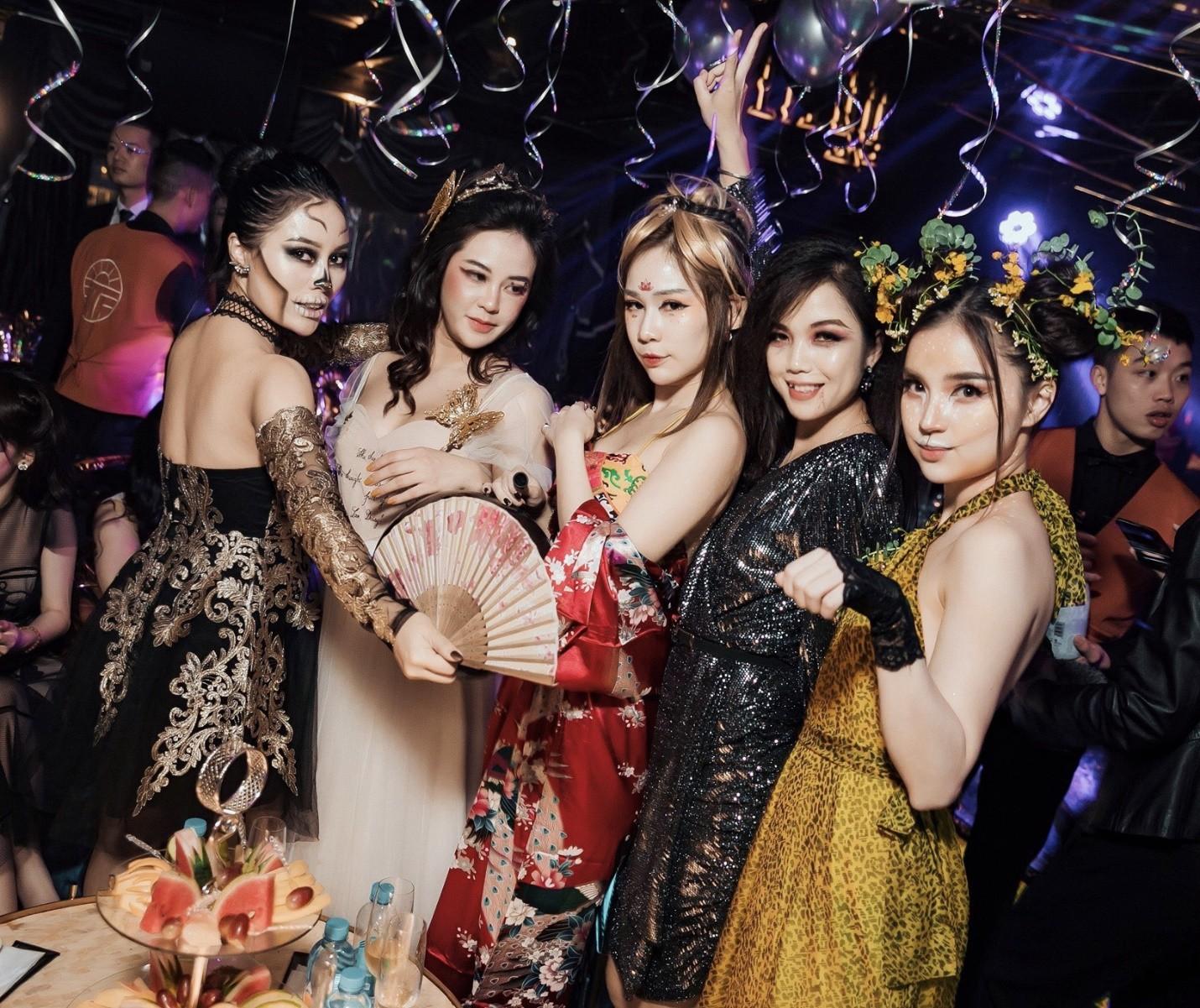 Hội chị em của Quỳnh Kool khiến cộng đồng mạng đứng ngồi không yên với tiệc Halloween quá chất - Ảnh 15.