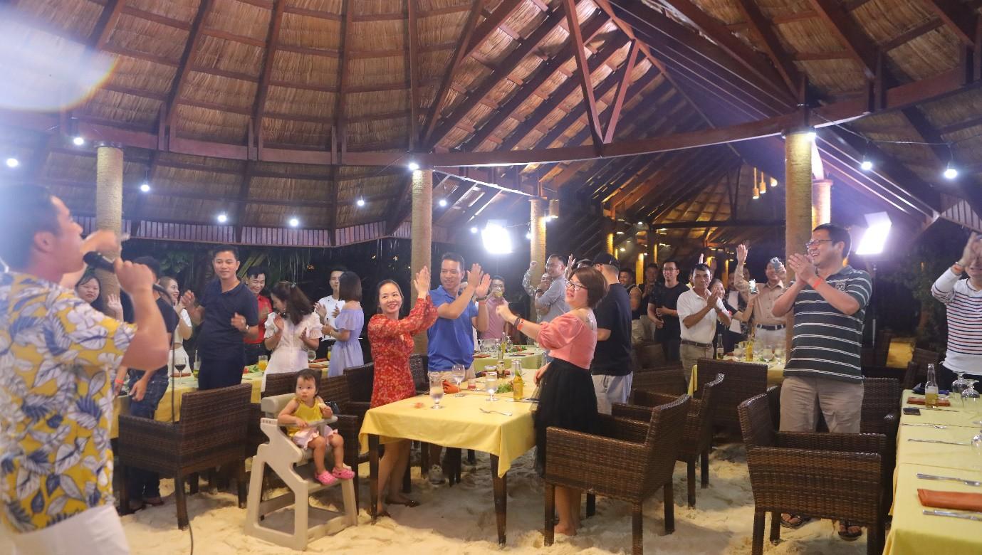 """Ăn Hảo Hảo, dạo đảo Maldives"""" – Món quà mùa hè rực nắng và sôi động từ Acecook Việt Nam - Ảnh 4."""