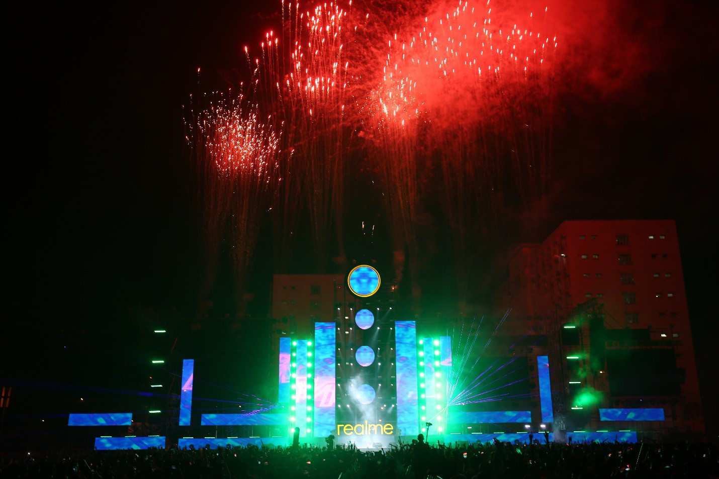 Những khoảnh khắc đáng nhớ của đêm nhạc hội Realme: Trúc Nhân, Jack & K-ICM, Amee... và 30.000 trái tim cùng hòa chung một nhịp đập âm nhạc - Ảnh 2.