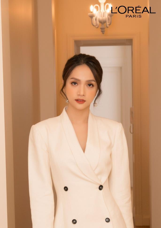 """Học con gái Pháp chăm làn da, mái tóc với 2 bảo bối này, Hương Giang mới nổi bật giữa """"rừng nhan sắc ở Paris Fashion Week - Ảnh 3."""