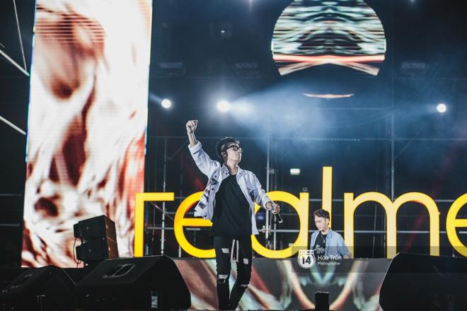 Những khoảnh khắc đáng nhớ của đêm nhạc hội Realme: Trúc Nhân, Jack & K-ICM, Amee... và 30.000 trái tim cùng hòa chung một nhịp đập âm nhạc - Ảnh 7.