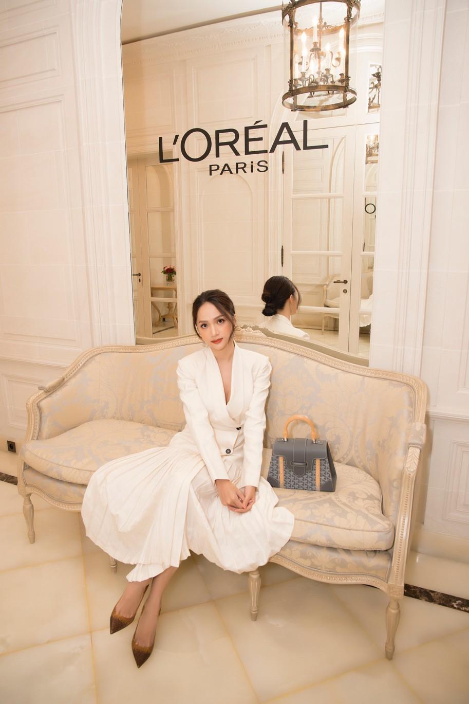 """Học con gái Pháp chăm làn da, mái tóc với 2 bảo bối này, Hương Giang mới nổi bật giữa """"rừng nhan sắc ở Paris Fashion Week - Ảnh 9."""