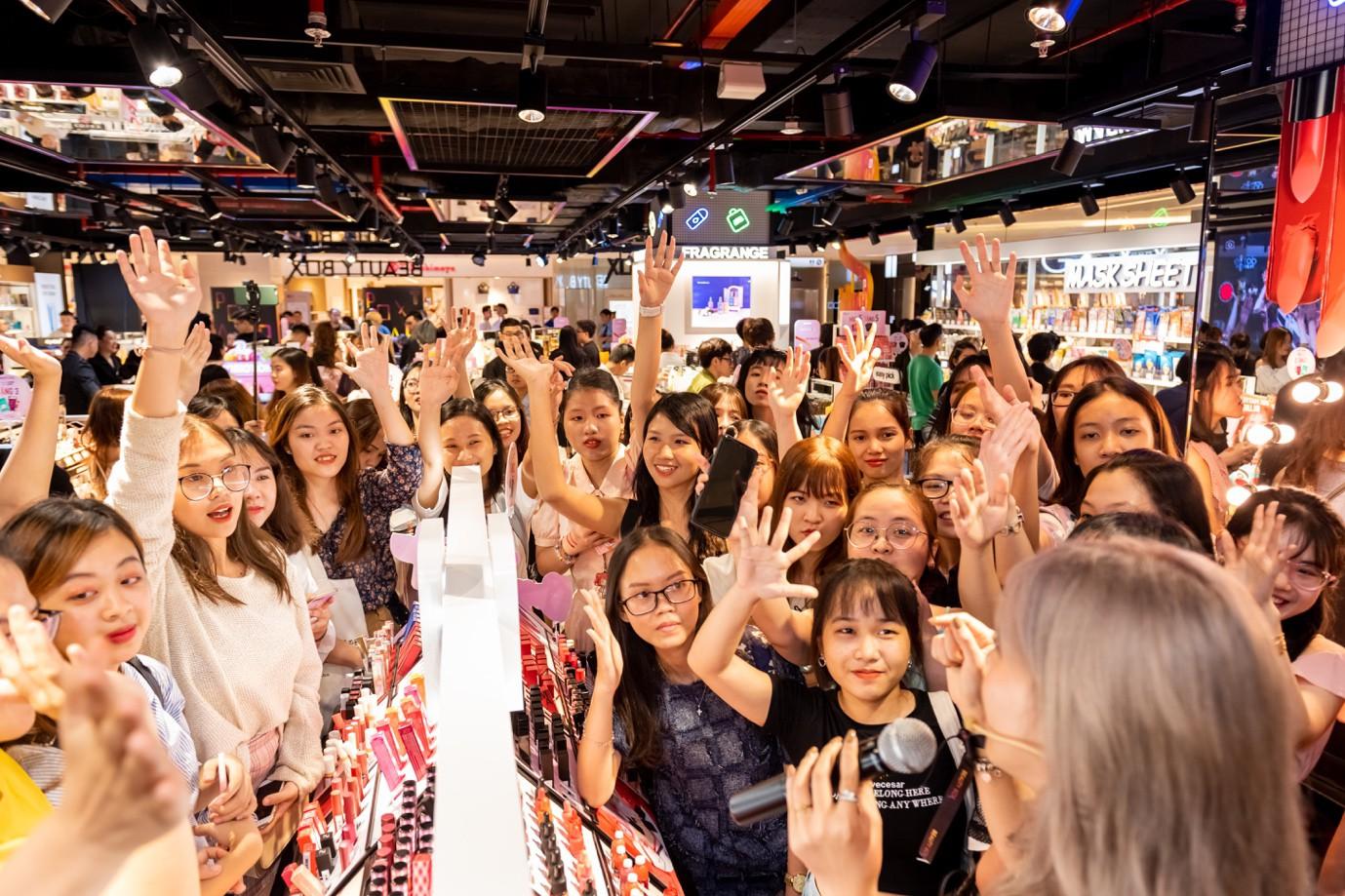 """Hơn 3.000 chị em hưởng ứng tuyên ngôn """"Đẹp bất chấp"""" cùng Beauty Box tại flagship store """"siêu hoành tráng"""" - Ảnh 4."""