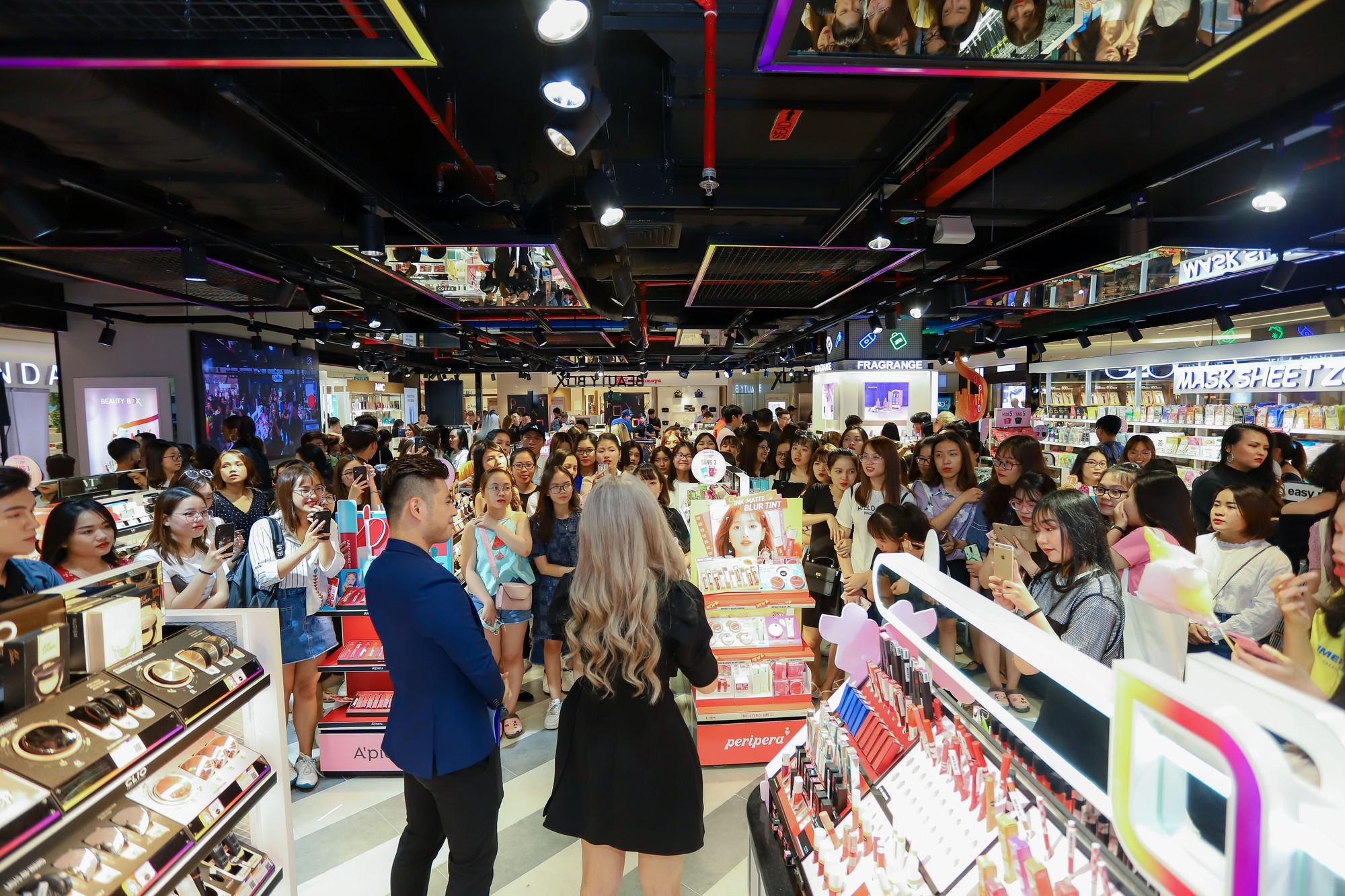 """Hơn 3.000 chị em hưởng ứng tuyên ngôn """"Đẹp bất chấp"""" cùng Beauty Box tại flagship store """"siêu hoành tráng"""" - Ảnh 6."""