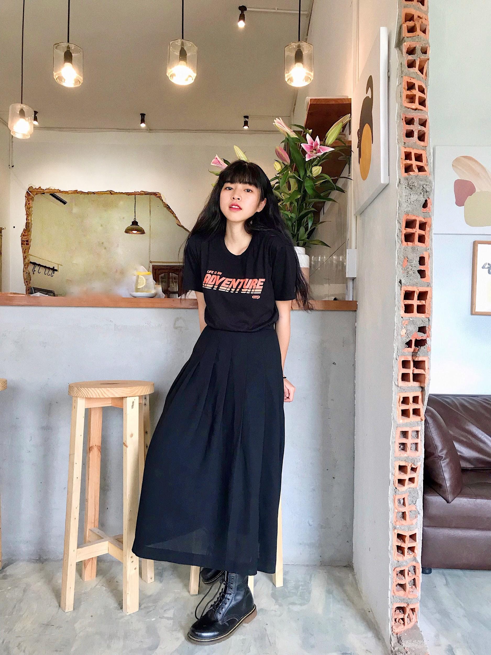 Cùng đi công tác, cùng mặc áo phông #sayit nhưng Giang Ơi và Khánh Linh lại mix đồ khác nhau một trời một vực - Ảnh 9.