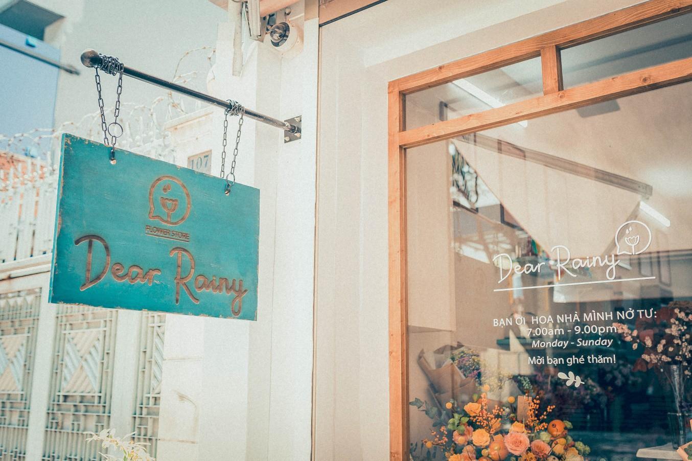 Tiệm hoa Dear Rainy: Mong các bạn tìm được chất liệu tô vẽ nét đáng yêu của cuộc sống - Ảnh 2.