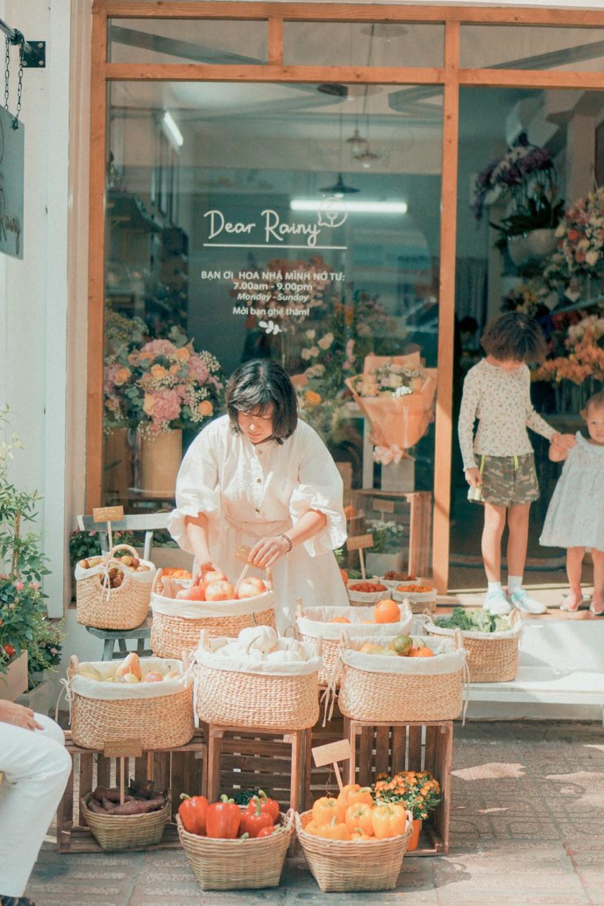 Tiệm hoa Dear Rainy: Mong các bạn tìm được chất liệu tô vẽ nét đáng yêu của cuộc sống - Ảnh 4.