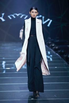 IVY moda khẳng định xu hướng thời trang Thu Đông 2019 cùng BST Step Out - Ảnh 8.