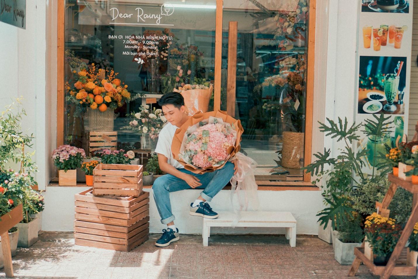 Tiệm hoa Dear Rainy: Mong các bạn tìm được chất liệu tô vẽ nét đáng yêu của cuộc sống - Ảnh 10.